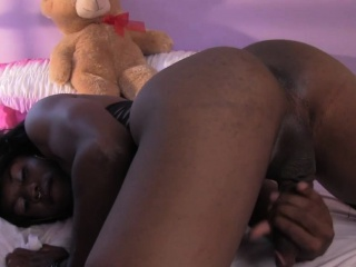 Amateur ebony femboy twerks and jerks solo